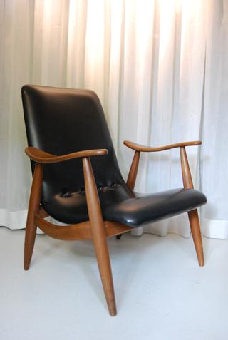 Een mooie jaren 60 fauteuil met retro skai leren bekleding for Tweedehands fauteuil
