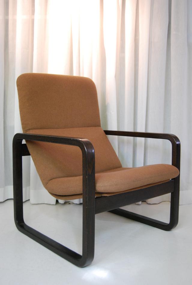 bijzonder vormgegeven jaren 70 fauteuil van wilkhahn de gele etalage. Black Bedroom Furniture Sets. Home Design Ideas