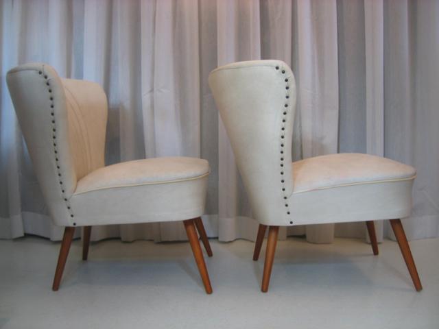 Twee mooie jaren cocktailstoeltjes met skai leren bekleding