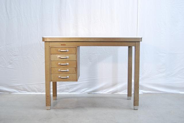 Industrieel vintage stalen typiste bureau van ahrend oda for Ladenblok op bureau