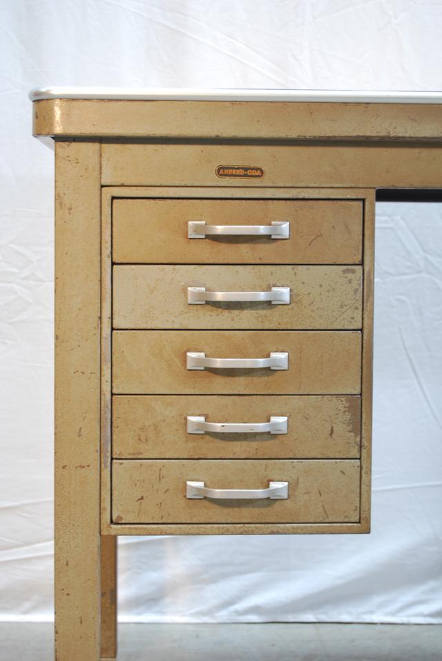 Industrieel vintage stalen typiste bureau van ahrend oda for Stalen ladenblok