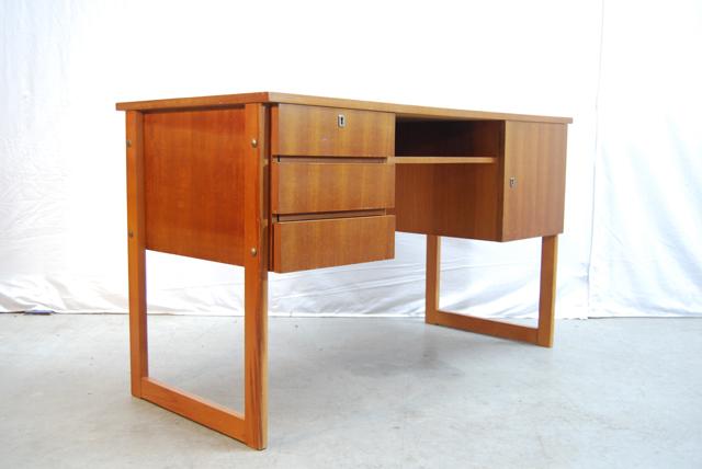 Modern jaren 60 teakhouten fineer bureau teak desk de for Ladeblok bureel