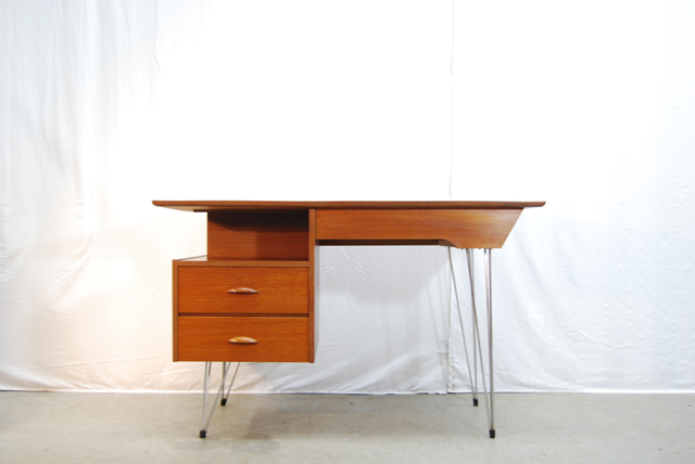 Vintage jaren 50 houten design bureau op stalen poten for Bureau retro