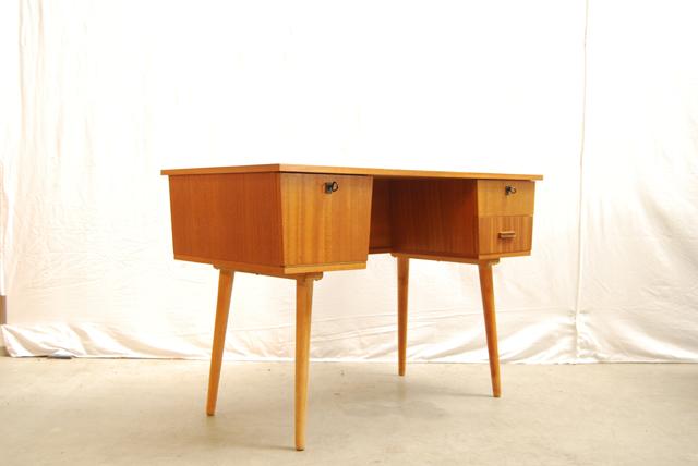 Mooi charmant jaren 50 houten bureau 50 s desk de gele for Bureau retro