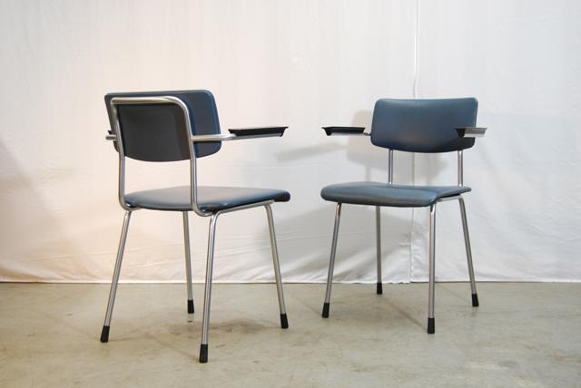 Set van 2 jaren 60 Gispen buisframe stoelen    TH Delft   DE GELE ETALAGE