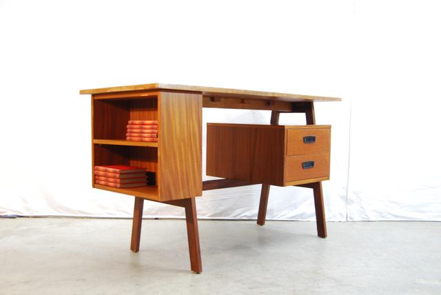 Teakhouten jaren 60 design bureau teak desk de gele for Ladeblok 40 diep