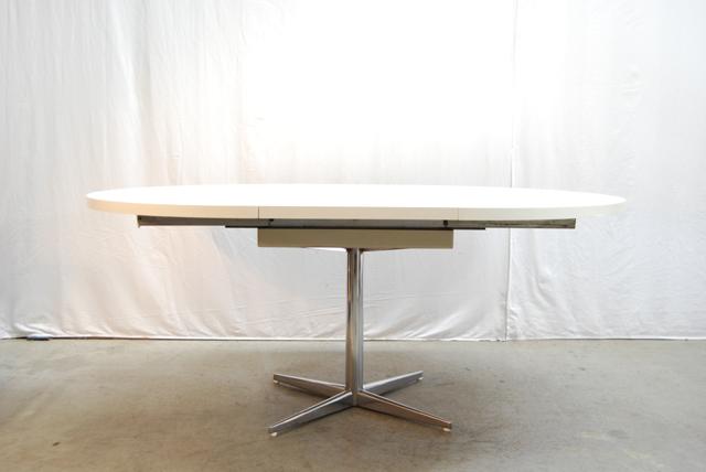 Pastoe Tafel Uitschuifbaar.Uitschuifbare Jaren 70 Eettafel Met Wit Blad En Chromen Voet