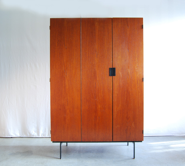 Pastoe kledingkast van Cees Braakman    Japanse Serie   DE GELE ETALAGE