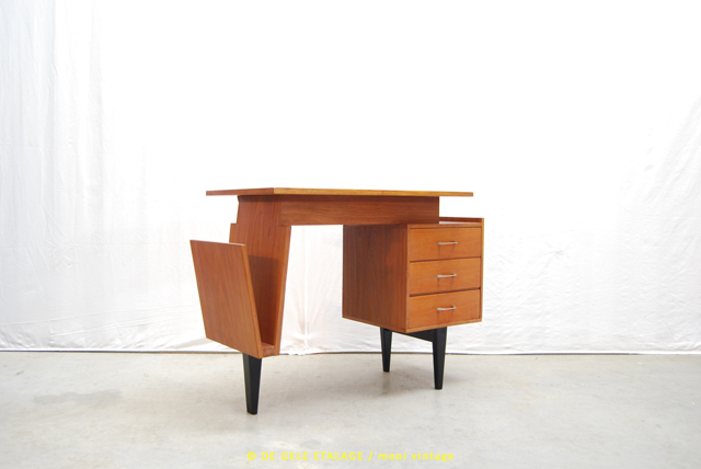 bijzonder vintage jaren 60 bureau met make up kaptafel. Black Bedroom Furniture Sets. Home Design Ideas