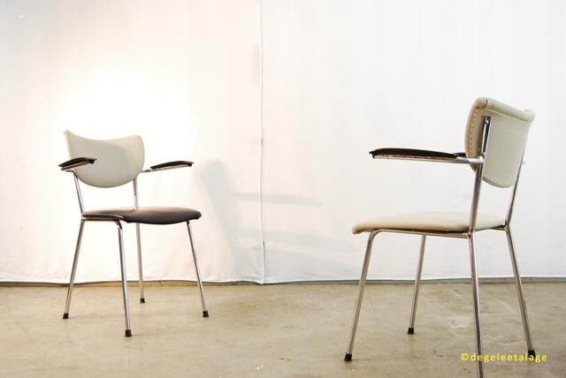 Set van jaren de wit industriële buisframe stoelen gispen
