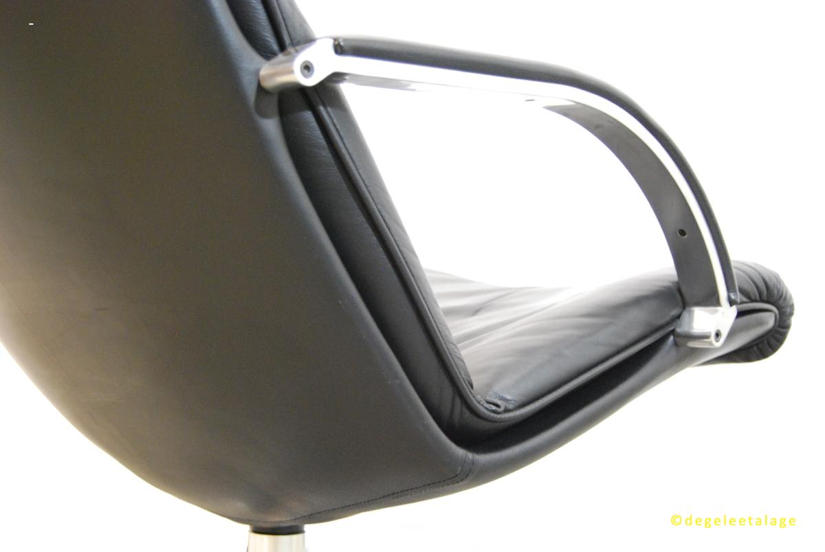 f1630-08-de-gele-etalage