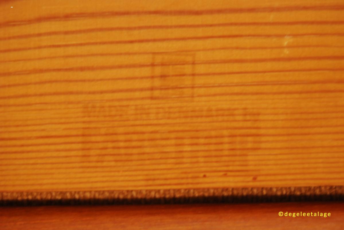 t1506-14-de-gele-etalage