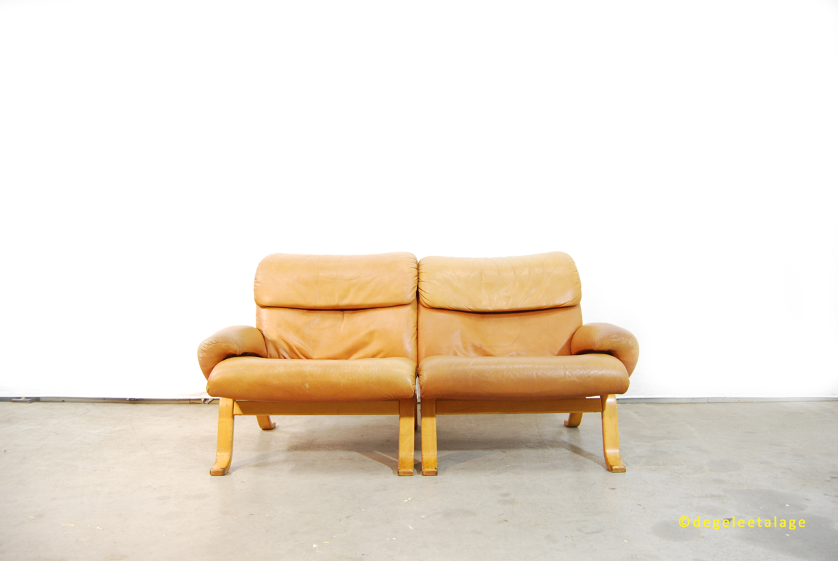 b1601-06-de-gele-etalage-gote-mobel