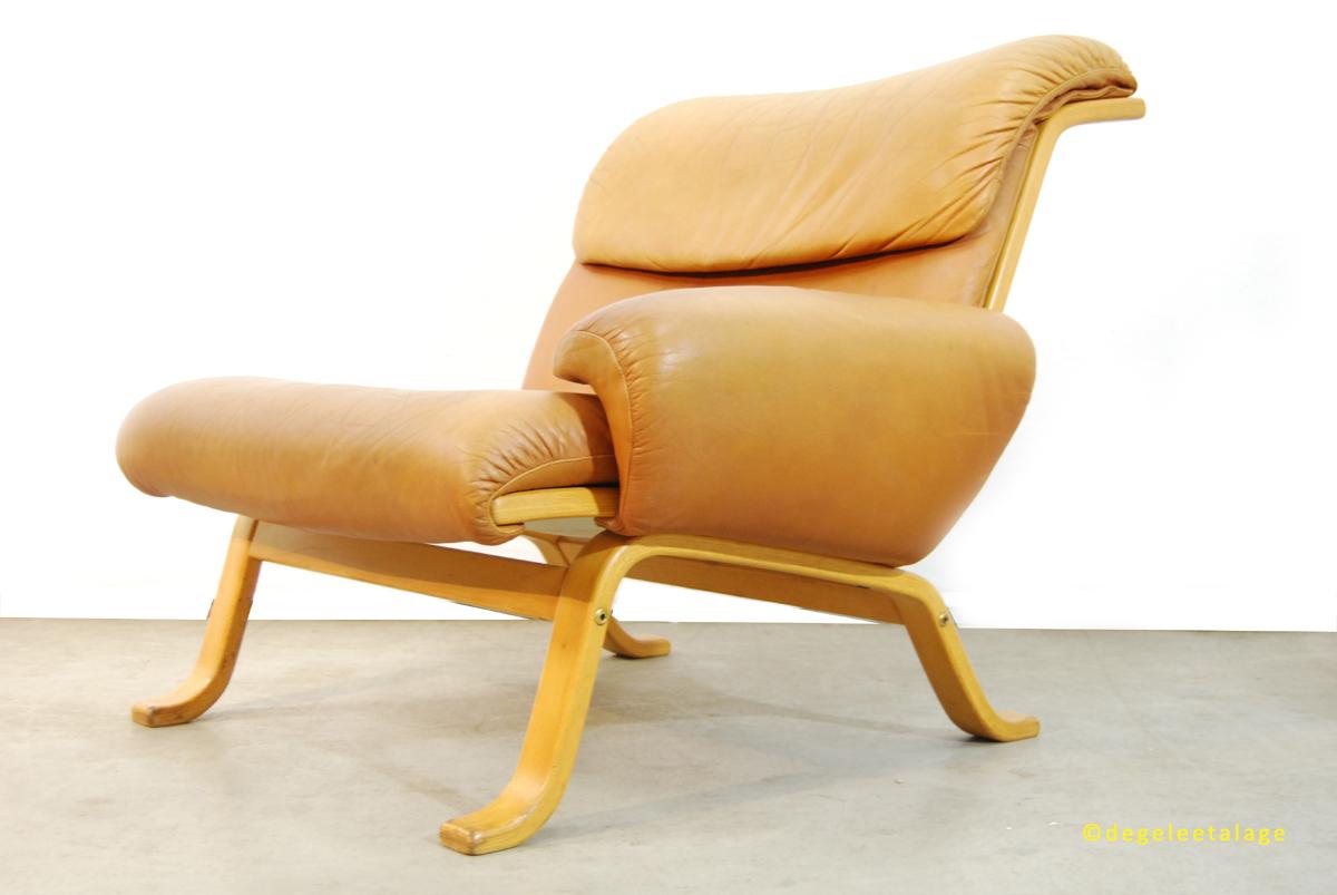 b1601-12-de-gele-etalage-gote-mobel