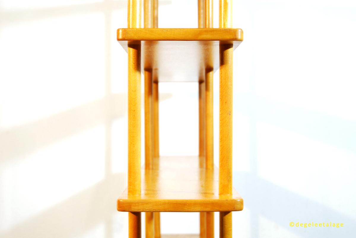 k1611-14-de-gele-etalage-stokkenkast