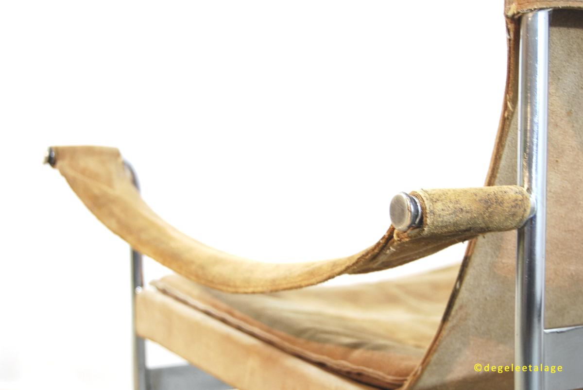 F1527-09 DE GELE ETALAGE KONECKE