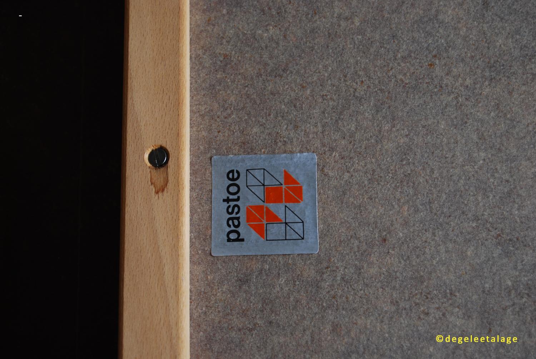 T1708-19 DE GELE ETALAGE PASTOE